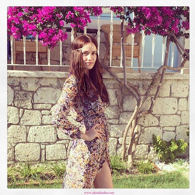 Fahriye-Evcen-Klasik-Elbise
