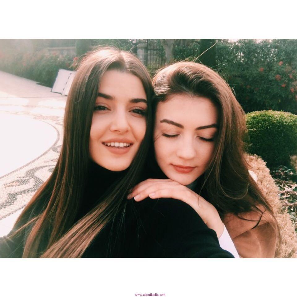 Hande-Erçel-6