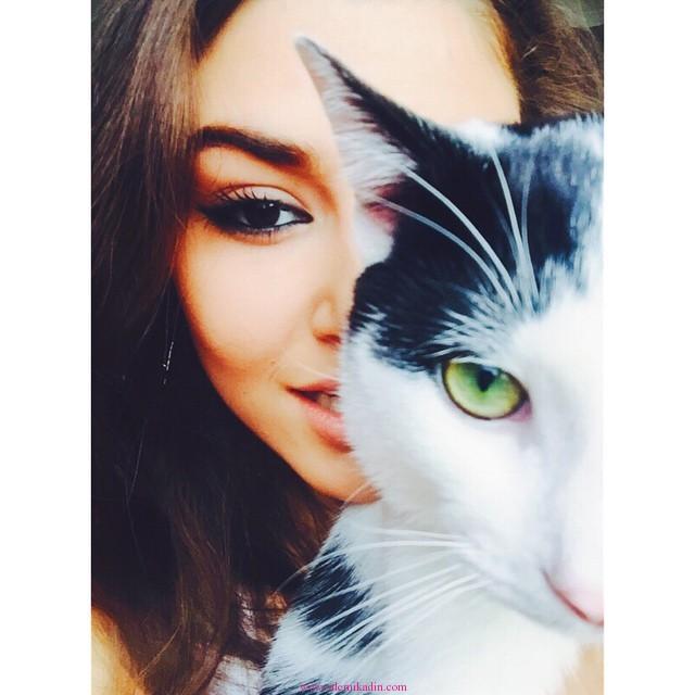 Hande-Erçel-Kedi-Gözü