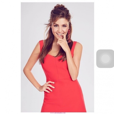 Hande-Erçel-Saç-Stili-ve-Elbise-640x480