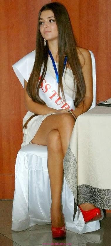 Hande-Erçel-güzellik-yarışması-pozları